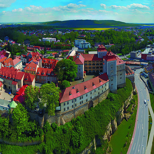 The chateau is surrounded by a charming park where cultural events are held regularly. You can also visit the bear den where the she-bears Marta and Míša live, photo by: www.mestokladno.cz