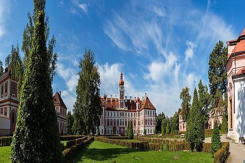Karlštejn Castle, photo by: Archiv Vydavatelství MCU s.r.o.